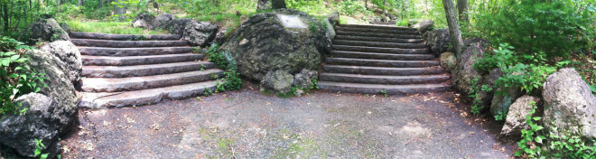 Puddingstone-along-99-steps-Panorama